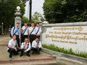180512ミャンマー楽器の図書館 コンサート会場入り口 集合 会員